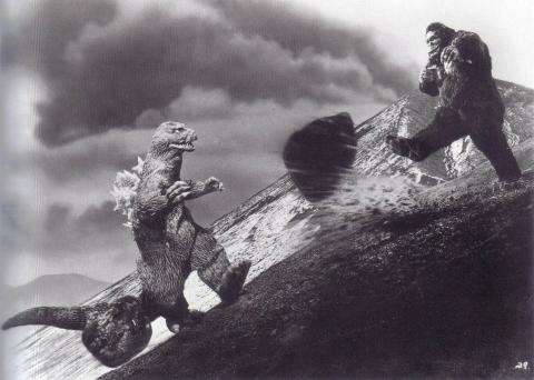 Cristiano Ronaldo, Manuel Neuer, King Kong. Godzilla